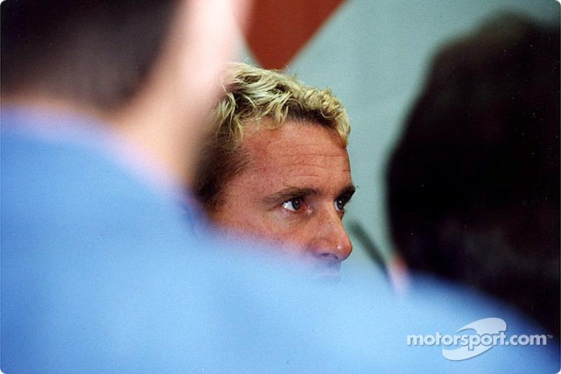 Jaguar Racing y HSBC renuevan patrocinio: Eddie Irvine