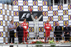 El podio: Michael Schumacher, Mika Hakkinen y Rubens Barrichello