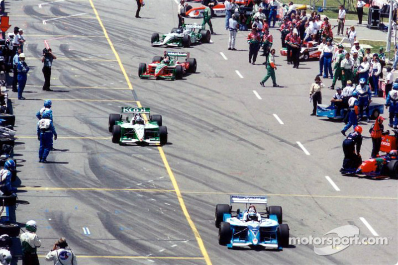 The field pulls out for the start