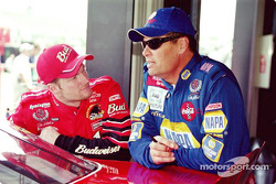 Dale Earnhardt Jr. y Michael Waltrip