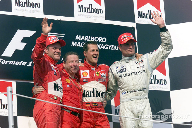 El podio: Rubens Barrichello, Jean Todt, Michael Schumacher y David Coulthard