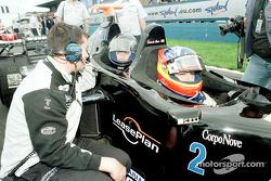 Op de grid: Fernando Alonso en Louise Goodman