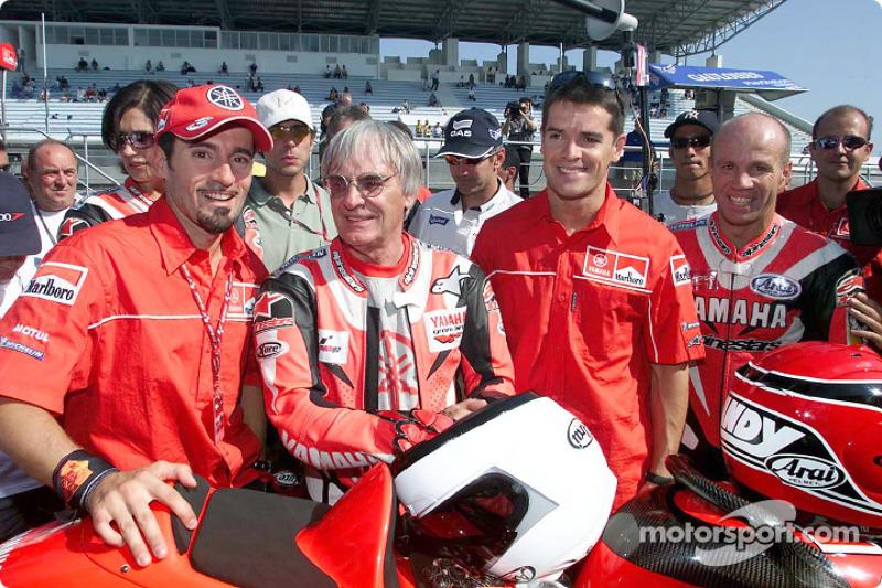 Bernie Ecclestone and wife Slavica with Max Biaggi and the 2-seater Yamaha YZR 500