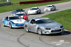 Race 10, Touring 2: Bill Baten leading the field