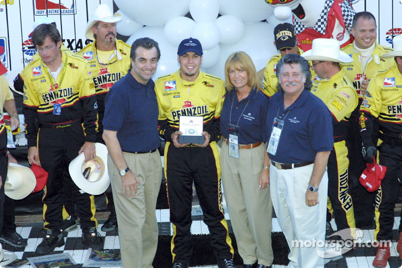 Sam Hornish Jr. accepting Lacroix Award