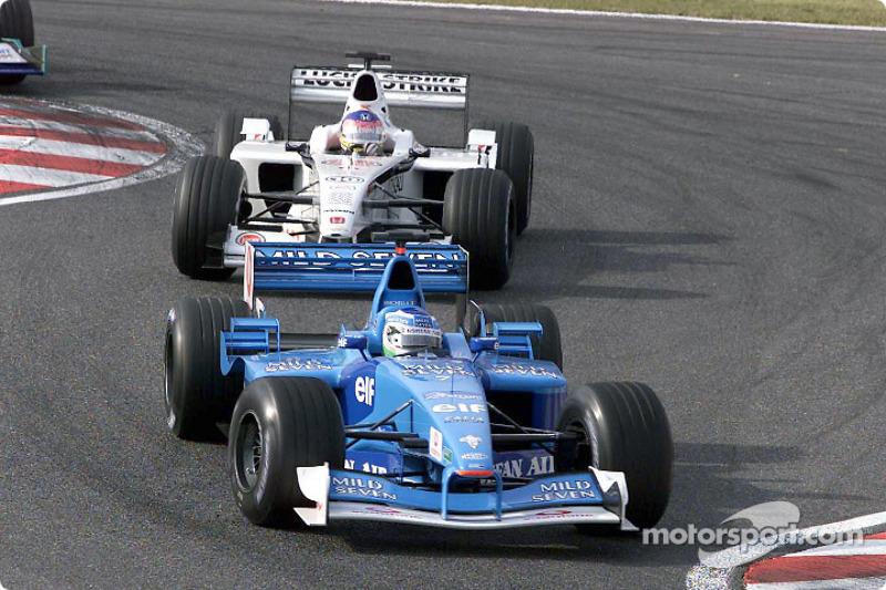 Giancarlo Fisichella devant Jacques Villeneuve au GP du Japon