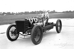 Many years after 999 last raced, Henry Ford posed with the car at the Dearborn Proving Grounds