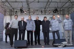 Mario Illien, Prof. Jürgen Hubbert, Mika Hakkinen, Ron Dennis, Norbert Haug, Alexander Wurz, David Coulthard
