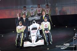 Jacques Villeneuve y Olivier Panis con David Richards, Toru Ogawa y Malcolm Oastler
