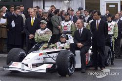 Malcolm Oastler, Jacques Villeneuve, Olivier Panis, David Richards, y Toru Ogawa