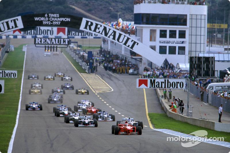 La arrancada: Michael Schumacher delante de Jacques Villeneuve y Heinz-Harald Frentzen