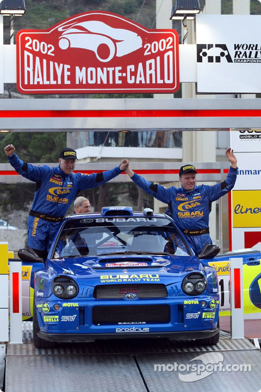 Le pilote Subaru Tommi Makinen et son copilote Kaj Lindstrom