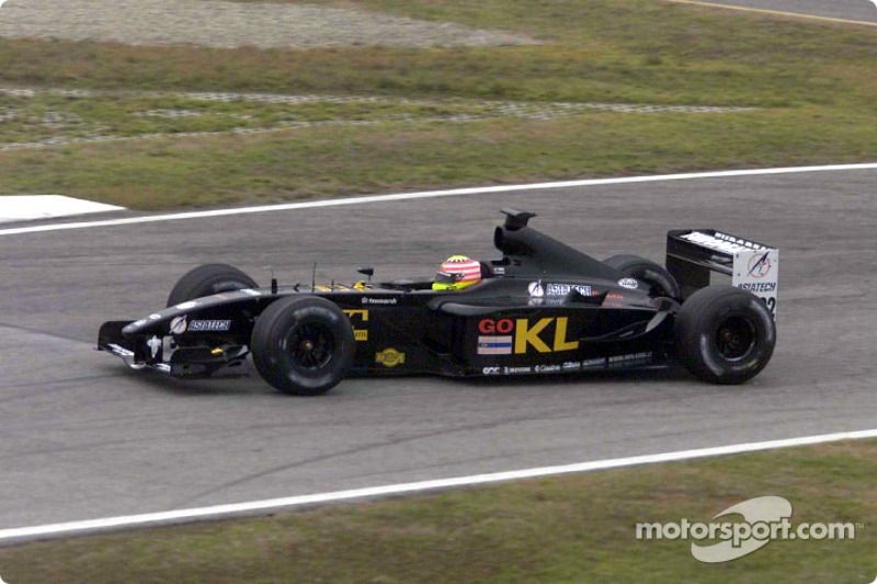 Alex Yoong in the new Minardi Asiatech PS02