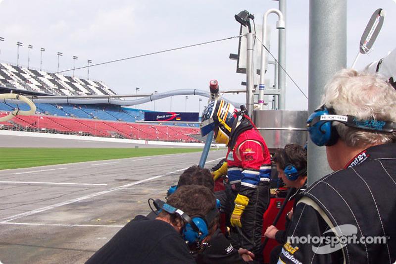 Risi team prepares for pit