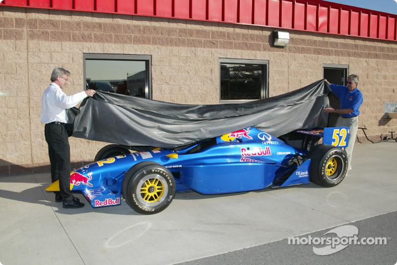 Eddie Cheever dévoile la nouvelle Red Bull Infiniti