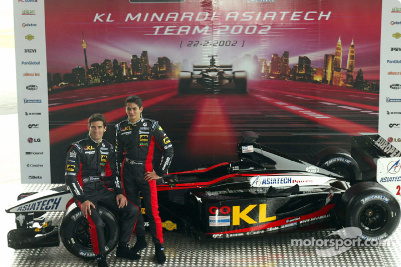 Mark Webber and Alex Yoong with the new Minardi Asiatech PS02