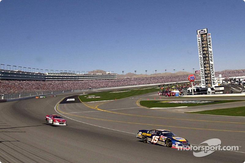 Michael Waltrip leads Elliott Sadler around the Las Vegas Speedway