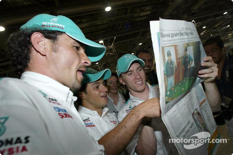 Visit at the Kuala Lumpur newspaper printshop: Felipe Massa and Nick Heidfeld