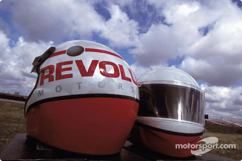 Nouveaux casques pour l'équipe du Revolution Motorsports