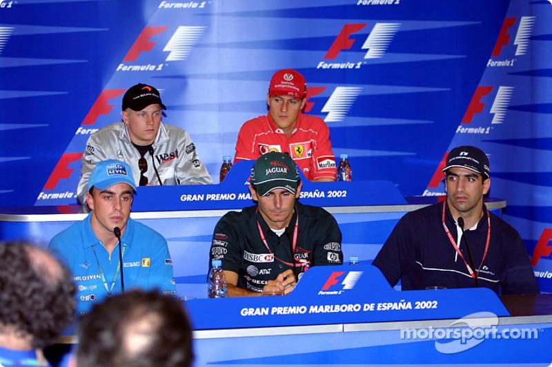 Conferencia de prensa del jueves: Fernando Alonso, Pedro de la Rosa y Marc Gene en la fila frontal,