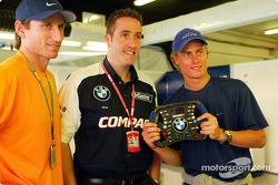 El campeón australiano de tenis, Lleyton Hewitt con el miembro del equipo Williams, Chris Styring