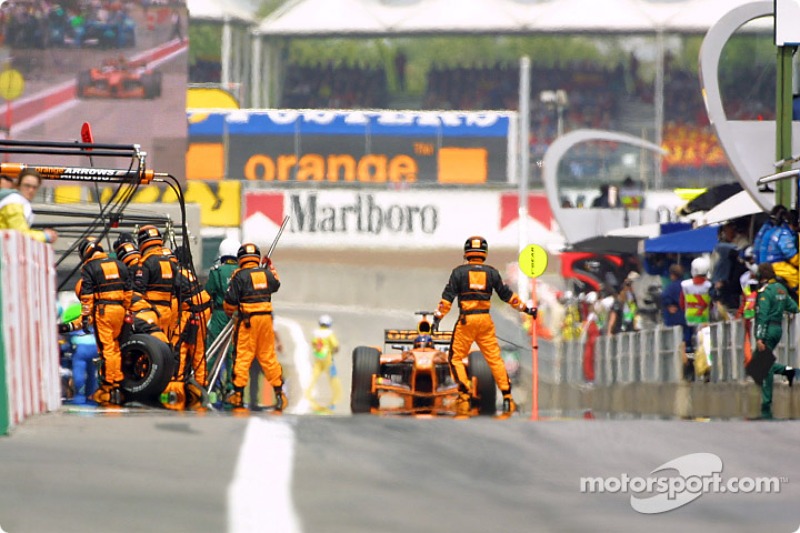 Heinz-Harald Frentzen coming in for a pitstop