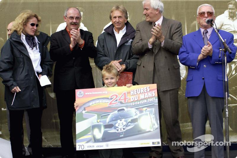 Derek Bell convertido en ciudadano honorario del pueblo de Le Mans