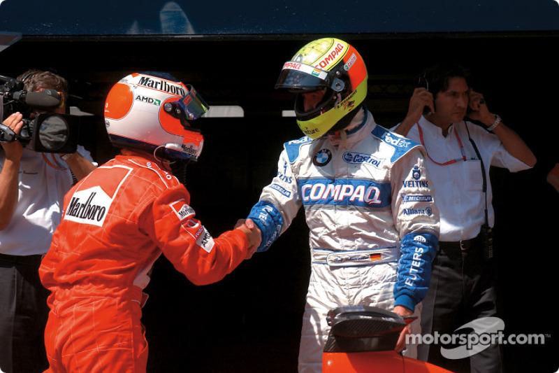 Ralf Schumacher felicitando a Rubens Barrichello