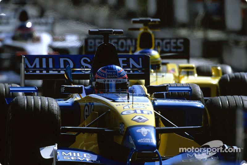 Jenson Button a la salida de los pits