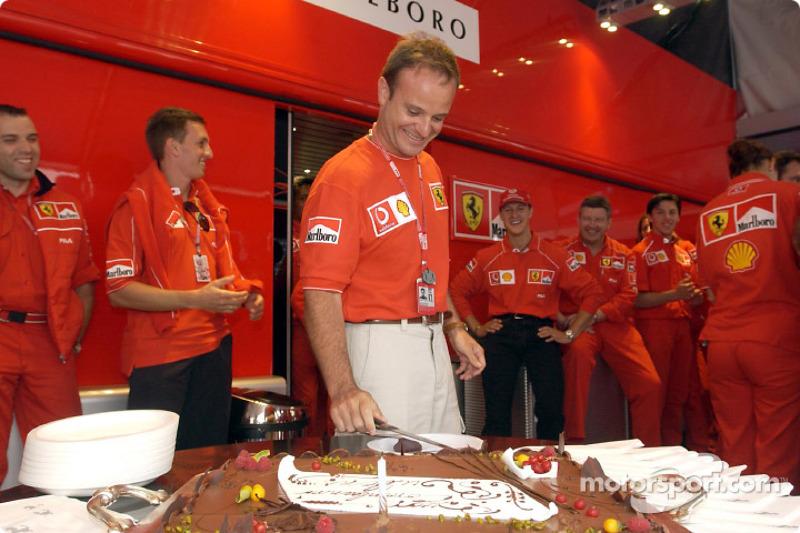 Rubens Barrichello birthday celebration: Rubens Barrichello cutting the cake