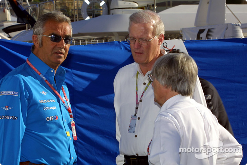 Flavio Briatore discussing with Bernie Ecclestone