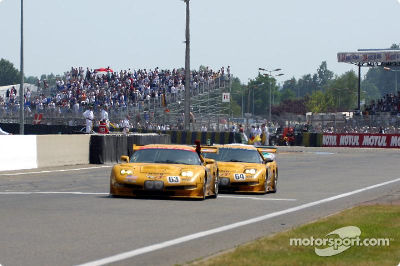 Los dos hevrolet Corvette C5-R de Corvette Racing C en la meta