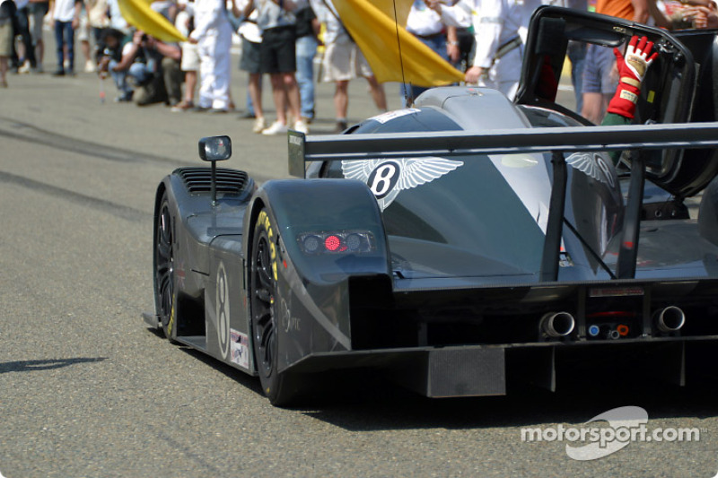 El Bentley EXP Speed 8 de The Team Bentley en la meta