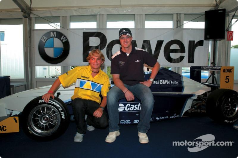 Ralf Schumacher con Nico Rosberg, líder del camponato Fórmula BMW ADAC