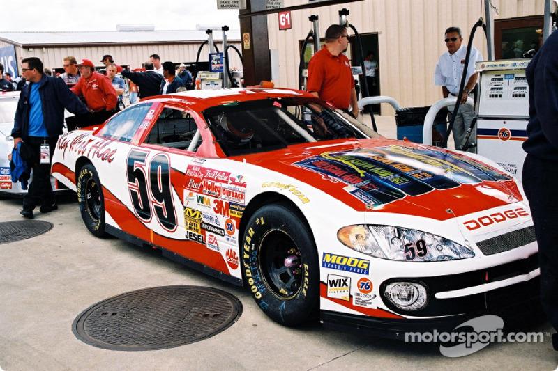 El combustible en el auto de Jason Small antes de la carrera