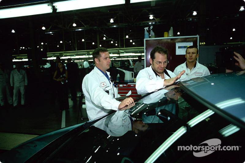 Visita a la fábrica Swindon Honda para celebrar el Honda Civic 500 mil: Jacques Villeneuve y Olivier Panis