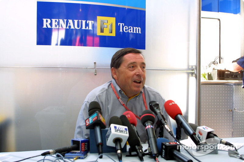 Announcement of Fernando Alonso as the Renault F1 race driver for 2003: Patrick Faure