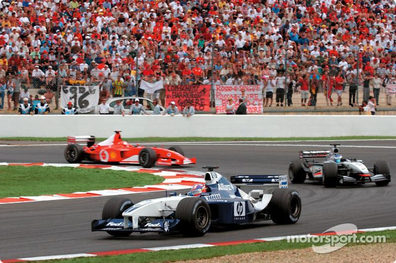Хуан-Пабло Монтойя (Williams BMW), Кімі Райкконен (McLaren Mercedes) і Міхаель Шумахер (Ferrari)