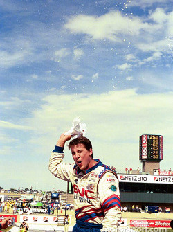 Race winner Hank Parker Jr.