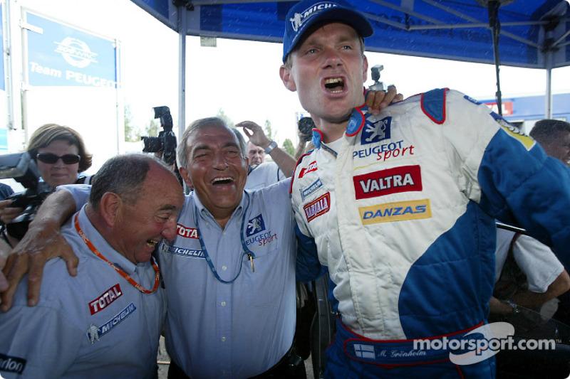 Marcus Gronholm y Corrado Provera celebrando