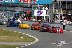 Pace cars and starting grid