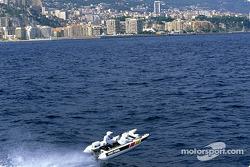 Olivier Panis probando un catamaran