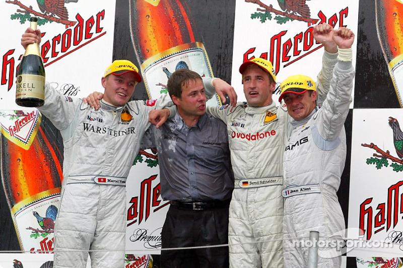 El podio: el ganador de la carrera, Marcel Fassler, Bernd Schneider y Jean Alesi