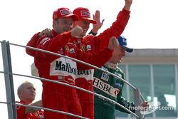 Подіум: 1. Рубенс Баррікелло, Ferrari. 2. Міхаель Шумахер, Ferrari. 3. Едді Ірвайн, Jaguar-Ford