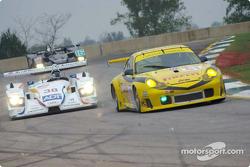 Stefan Johansson passes P.K. Sport Porsche 911 GT3-RS