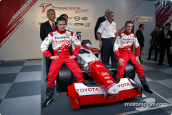 Mr. Tomita, Mika Salo, Gustav Brunner and Allan McNish with the TF102 in Tokyo