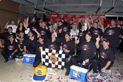 Kurt Busch and Roush Racing team members celebrate