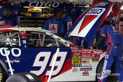 CITGO crew makes adjustments to Jeff Burton's car