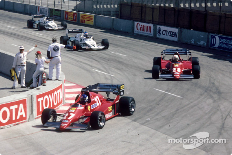 Patrick Tambay; René Arnoux, Keke Rosberg ve Jacques Laffite'in önünde lider