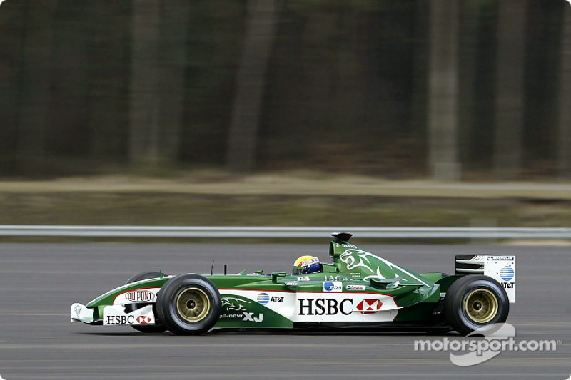 Mark Webber guida la nuova Jaguar R4